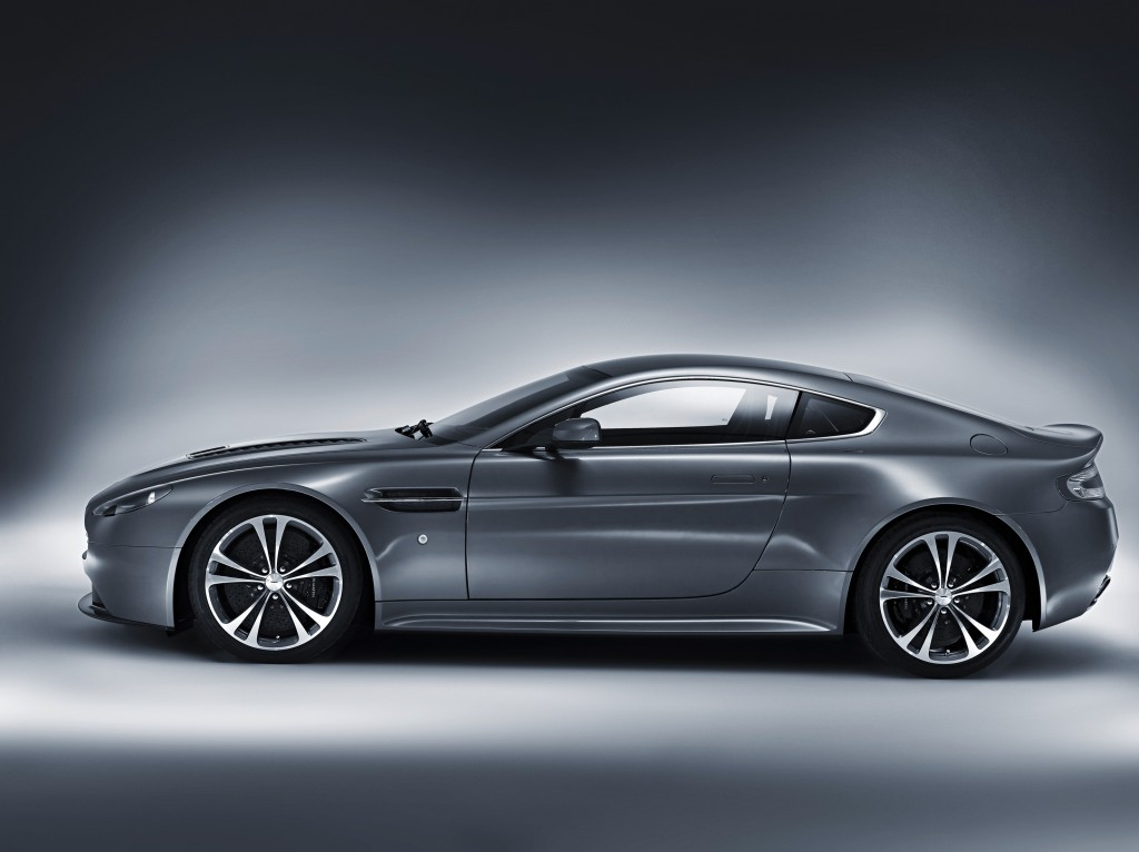 AstonMartinV12_foto3